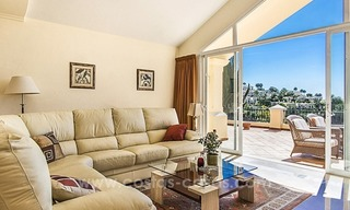 Large frontline golf villa for sale in Nueva Andalucía, Marbella 18
