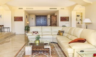 Large frontline golf villa for sale in Nueva Andalucía, Marbella 12