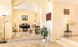 Large frontline golf villa for sale in Nueva Andalucía, Marbella 14