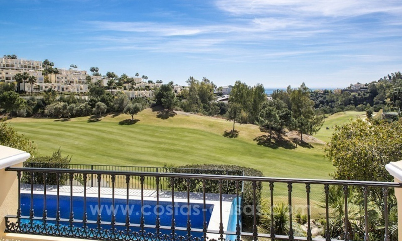 Large frontline golf villa for sale in Nueva Andalucía, Marbella 3