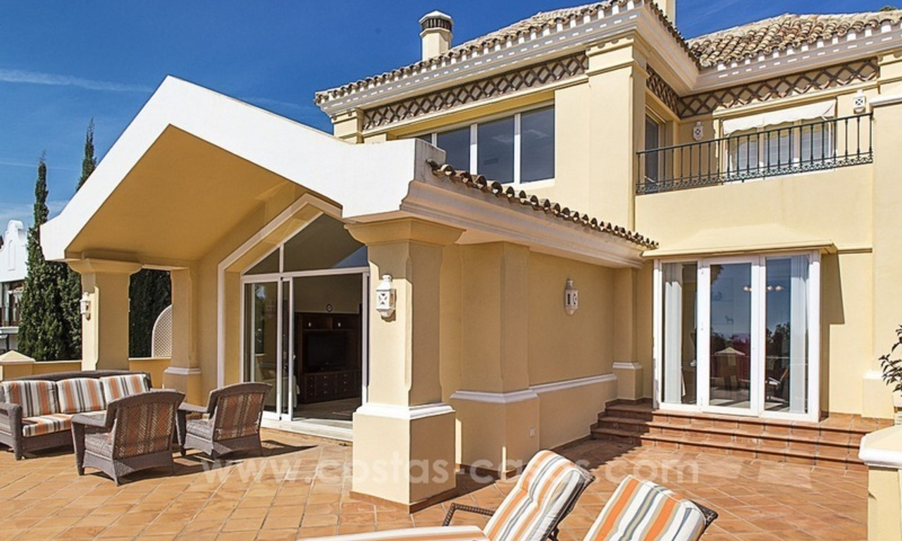 Large frontline golf villa for sale in Nueva Andalucía, Marbella 19