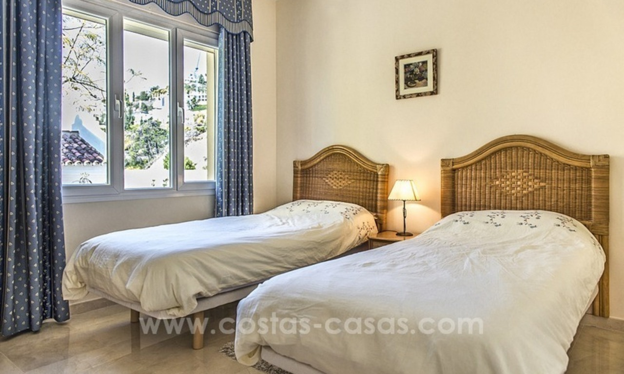 Large frontline golf villa for sale in Nueva Andalucía, Marbella 26