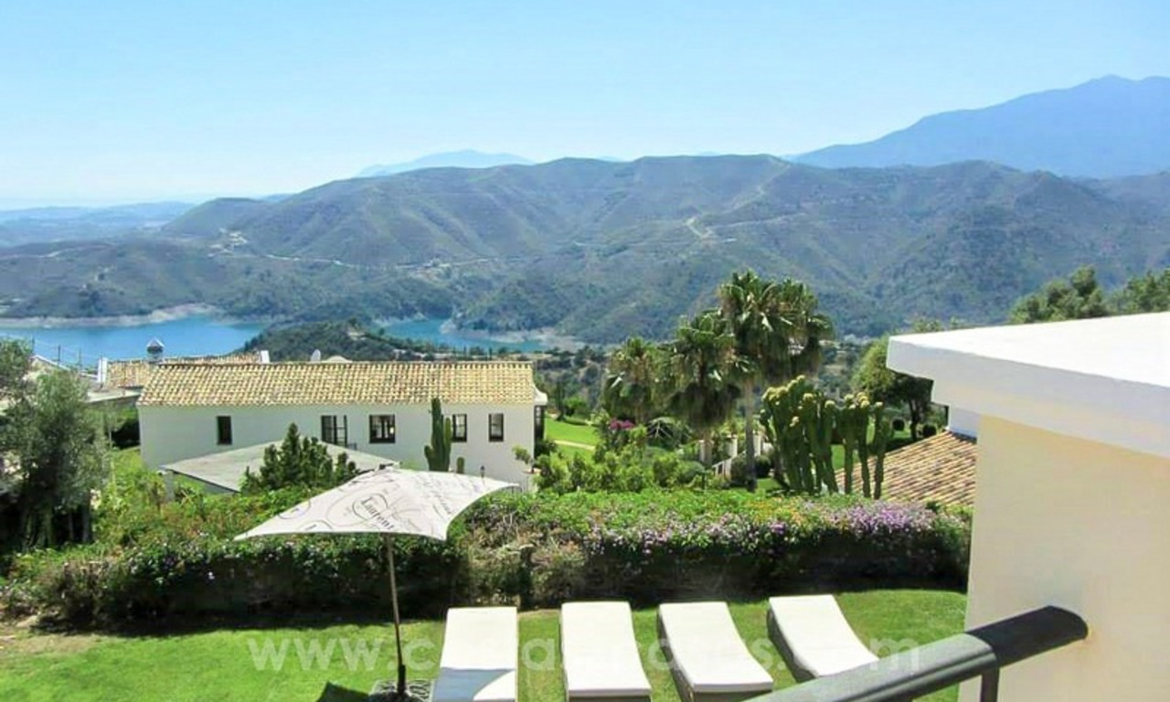 Luxury villa with amazing views for sale above the Golden Mile, Marbella 9