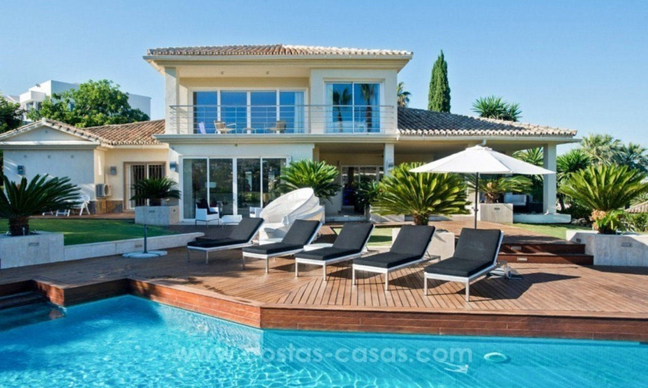 Contemporary refurbished frontline golf villa for sale in Nueva Andalucía, Marbella 2