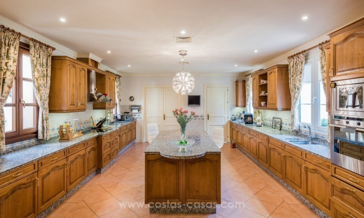 Elegant luxurious traditional style villa for sale in Sierra Blanca, the Golden Mile, Marbella 10