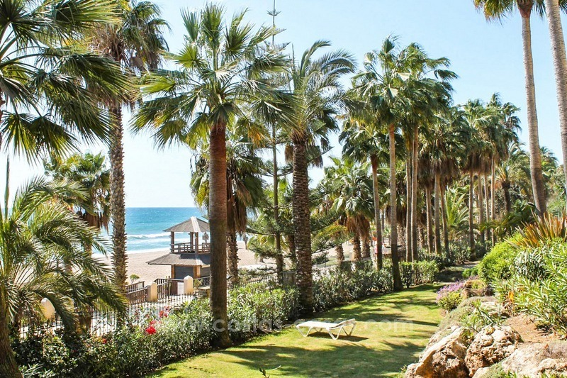 Beachfront apartment for sale, frontline Golden Mile - Marbella 2