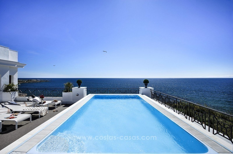 Frontline beach luxury apartment for sale, Estepona, Costa del Sol