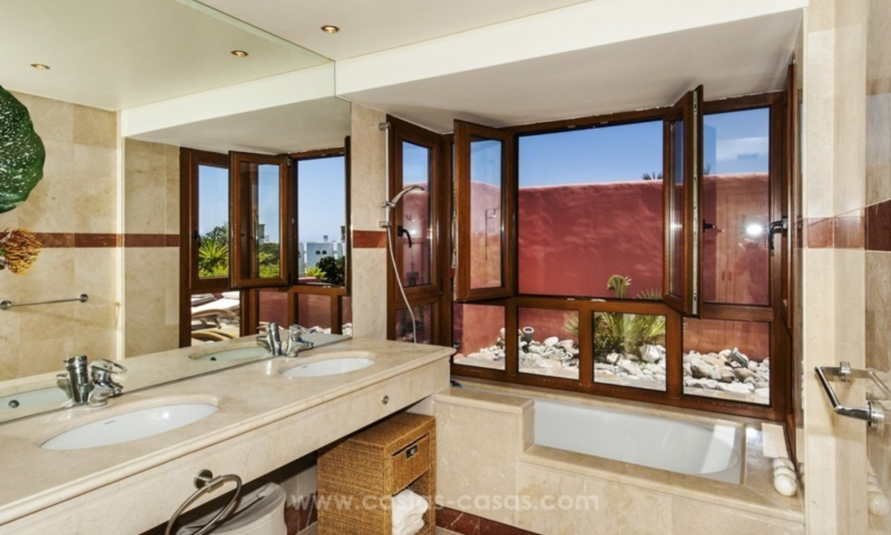 Luxury beachfront penthouse apartment for sale on the New Golden Mile between Marbella and Estepona 32
