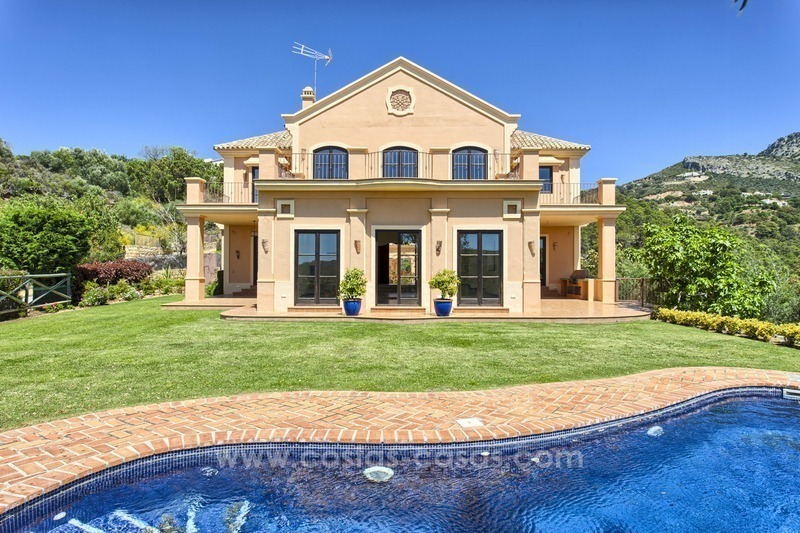 For Sale: Classic Villa at Golf Resort in Benahavís – Marbella
