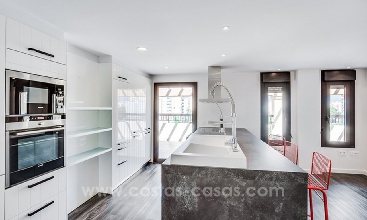 Large corner penthouse for sale with sea and mountain views in the heart of San Pedro, Marbella 11