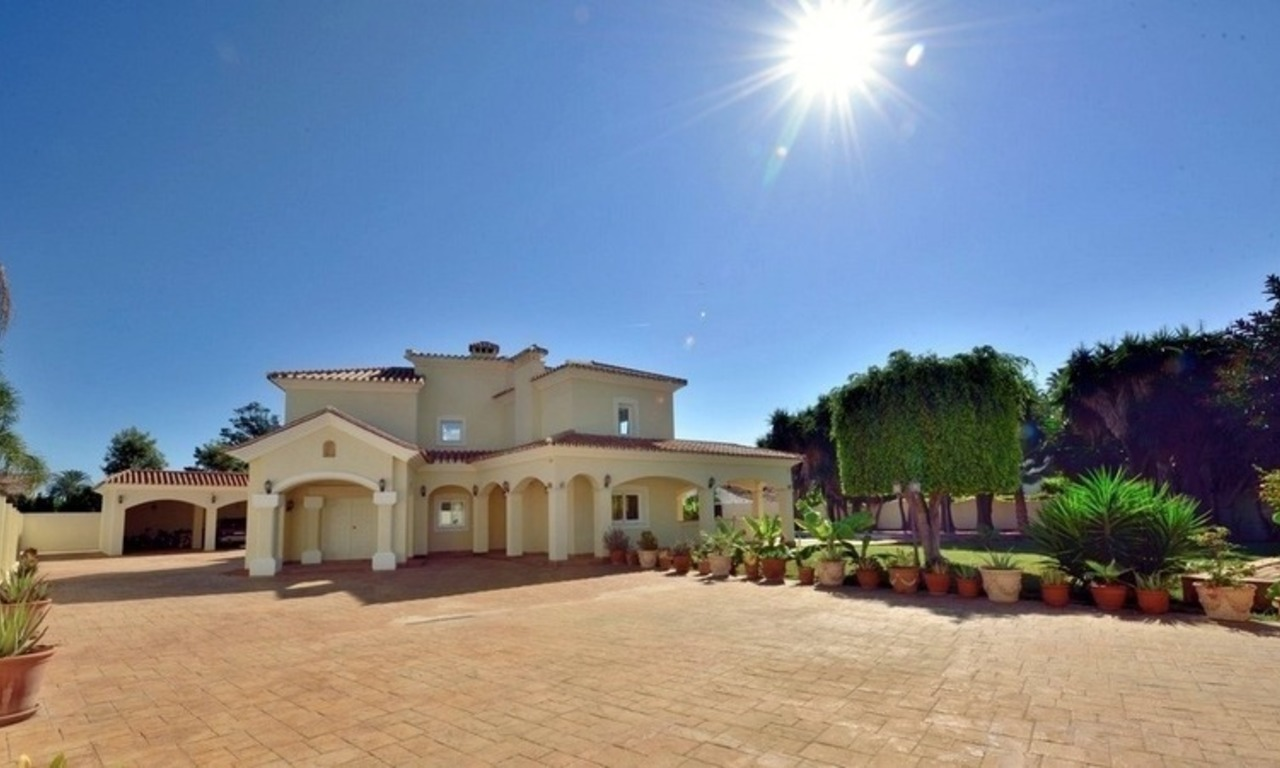 Superb Second Line Beach Villa Guadalmina Baja, Marbella 4