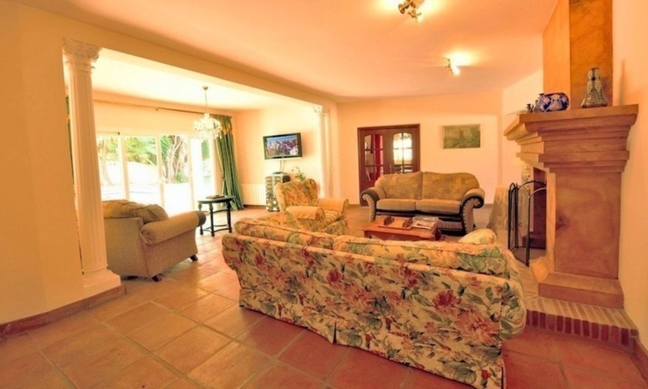 Superb Second Line Beach Villa Guadalmina Baja, Marbella 11