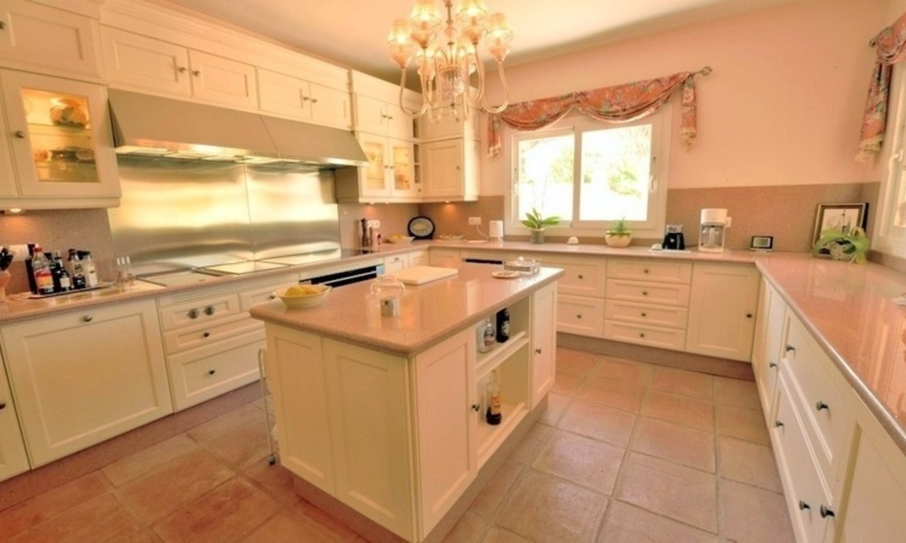Superb Second Line Beach Villa Guadalmina Baja, Marbella 15