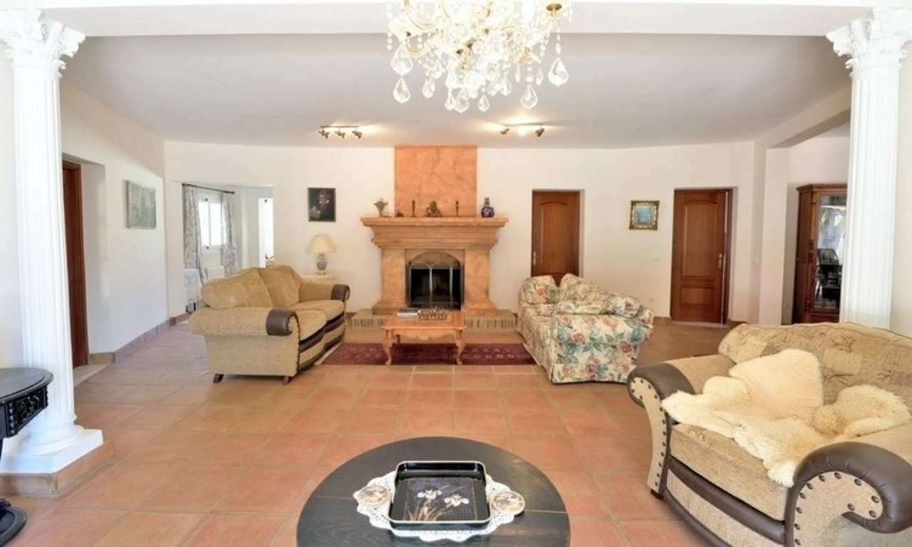 Superb Second Line Beach Villa Guadalmina Baja, Marbella 9