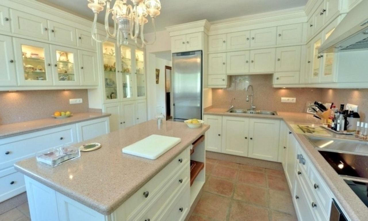 Superb Second Line Beach Villa Guadalmina Baja, Marbella 17