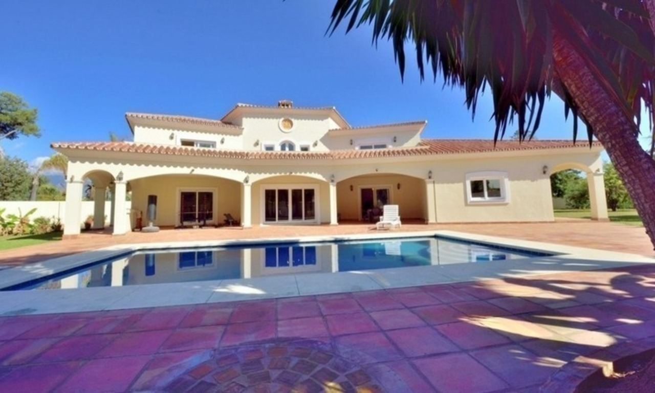 Superb Second Line Beach Villa Guadalmina Baja, Marbella 1