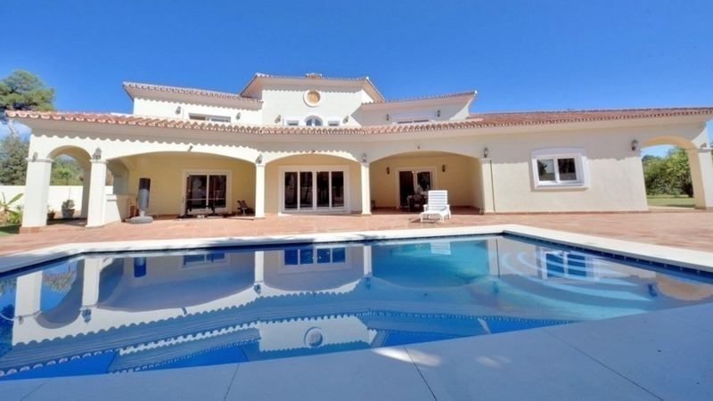 Superb Second Line Beach Villa Guadalmina Baja, Marbella
