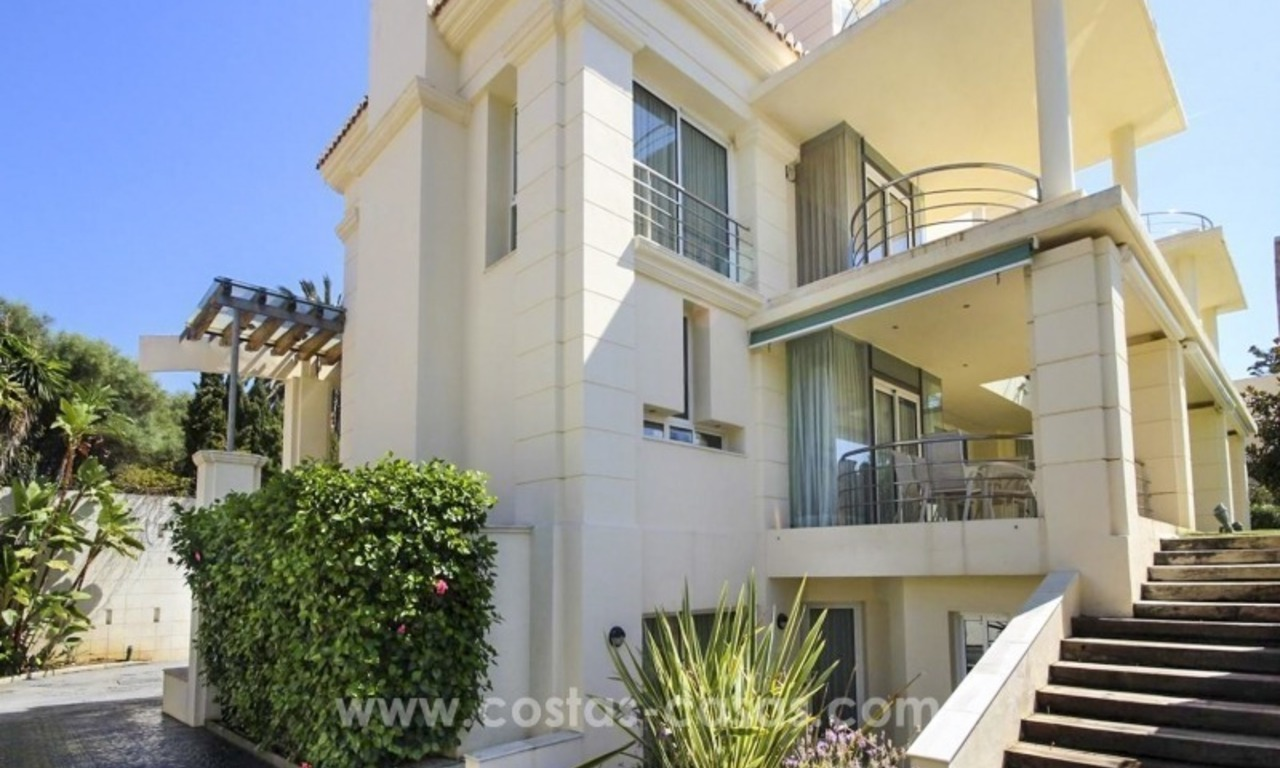 Beachside villa for sale - East Marbella - Costa del Sol 3
