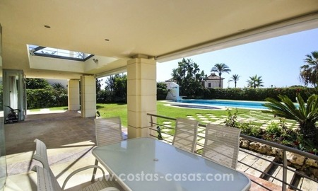 Beachside villa for sale - East Marbella - Costa del Sol 5