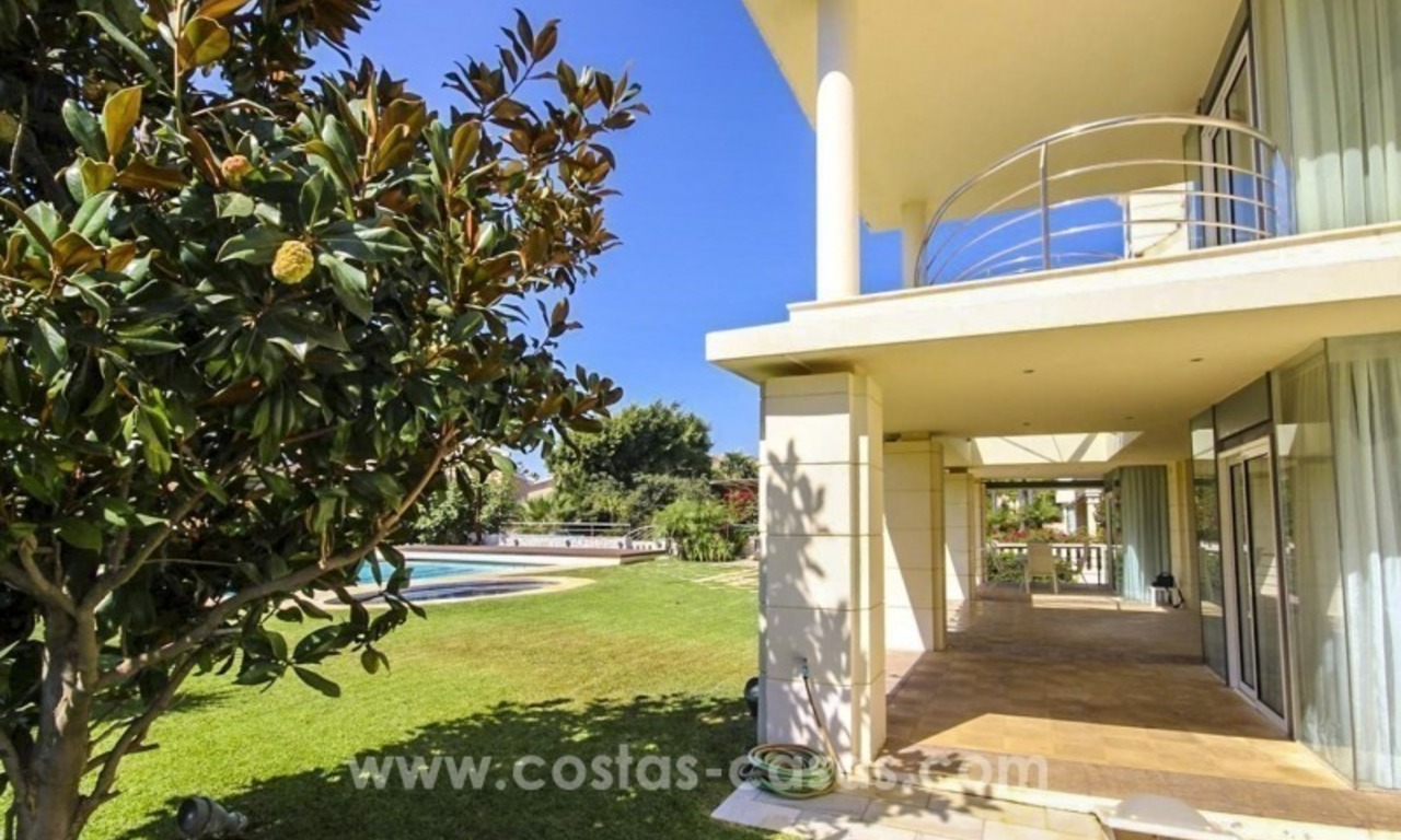 Beachside villa for sale - East Marbella - Costa del Sol 4