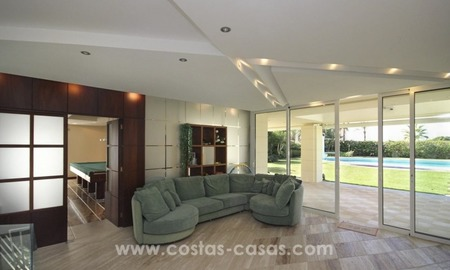 Beachside villa for sale - East Marbella - Costa del Sol 7
