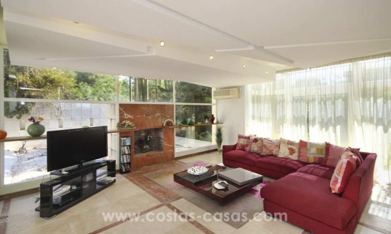 Beachside villa for sale - East Marbella - Costa del Sol 8