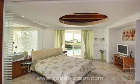 Beachside villa for sale - East Marbella - Costa del Sol 10