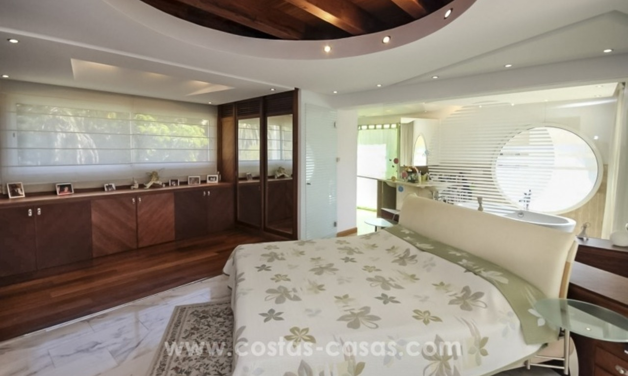 Beachside villa for sale - East Marbella - Costa del Sol 15