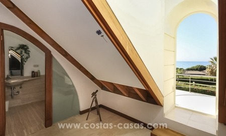Beachside villa for sale - East Marbella - Costa del Sol 20