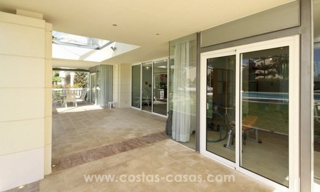 Beachside villa for sale - East Marbella - Costa del Sol 26