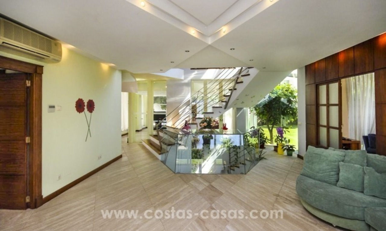 Beachside villa for sale - East Marbella - Costa del Sol 27