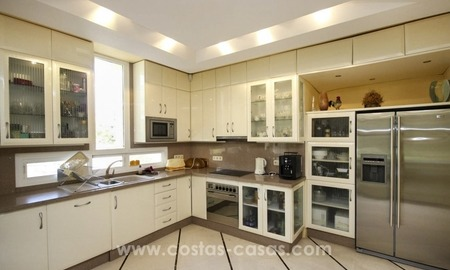 Beachside villa for sale - East Marbella - Costa del Sol 30