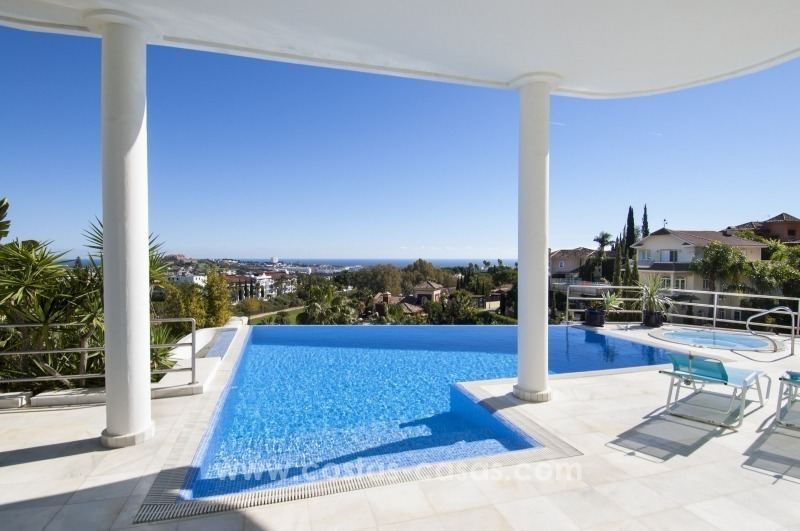 Contemporary golf villa for sale with splendid sea view in an up-market area of Nueva Andalucia - Marbella