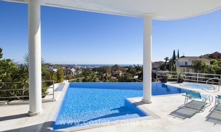 Contemporary golf villa for sale, up-market area of Nueva Andalucia – Marbella