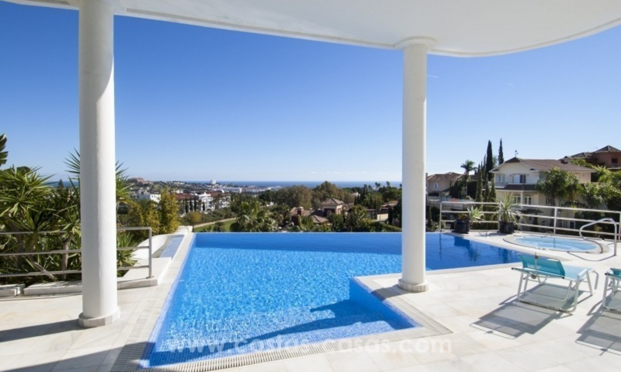 Contemporary golf villa for sale with splendid sea view in an up-market area of Nueva Andalucia - Marbella 0