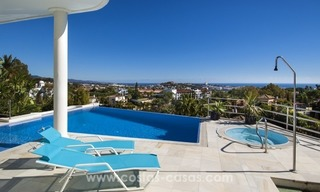 Contemporary golf villa for sale with splendid sea view in an up-market area of Nueva Andalucia - Marbella 5