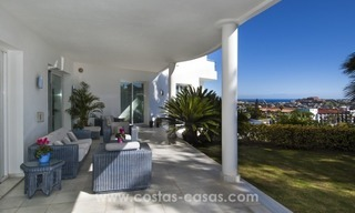 Contemporary golf villa for sale with splendid sea view in an up-market area of Nueva Andalucia - Marbella 8