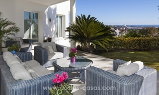 Contemporary golf villa for sale with splendid sea view in an up-market area of Nueva Andalucia - Marbella 9