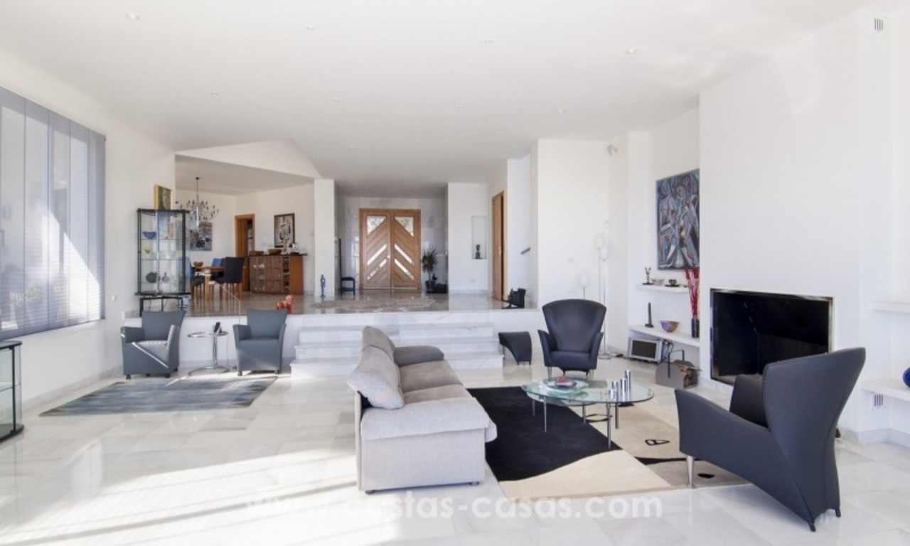 Contemporary golf villa for sale with splendid sea view in an up-market area of Nueva Andalucia - Marbella 10