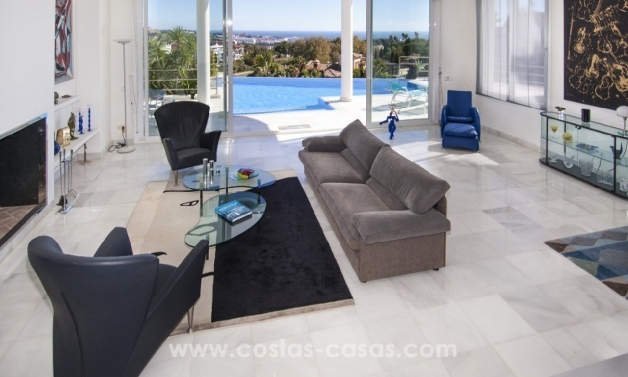 Contemporary golf villa for sale with splendid sea view in an up-market area of Nueva Andalucia - Marbella 12