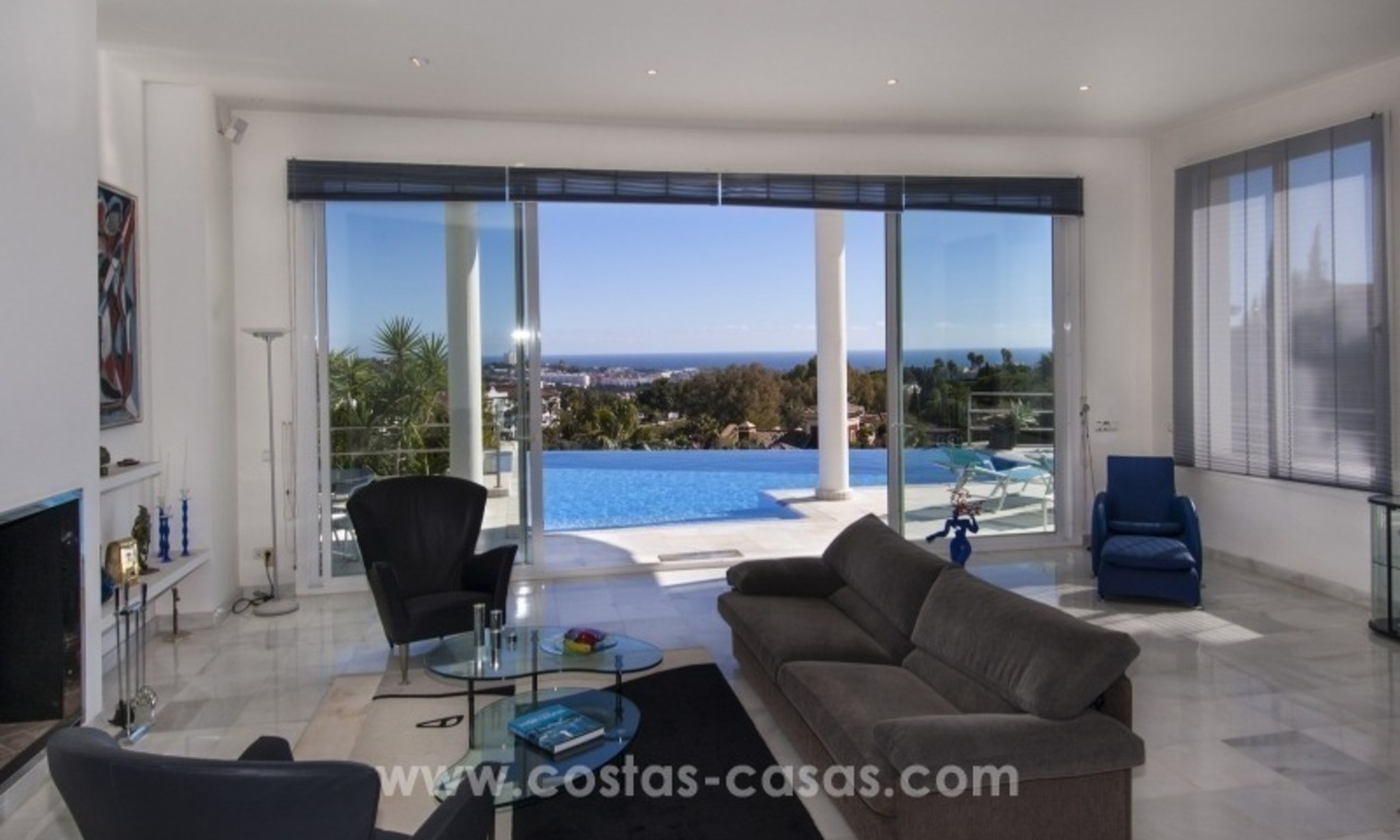 Contemporary golf villa for sale with splendid sea view in an up-market area of Nueva Andalucia - Marbella 11