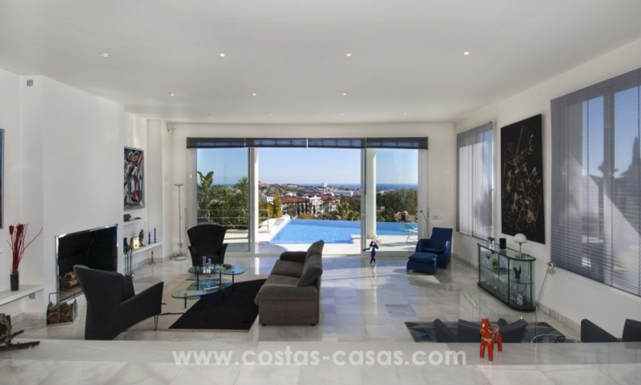 Contemporary golf villa for sale with splendid sea view in an up-market area of Nueva Andalucia - Marbella 13