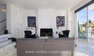 Contemporary golf villa for sale with splendid sea view in an up-market area of Nueva Andalucia - Marbella 14