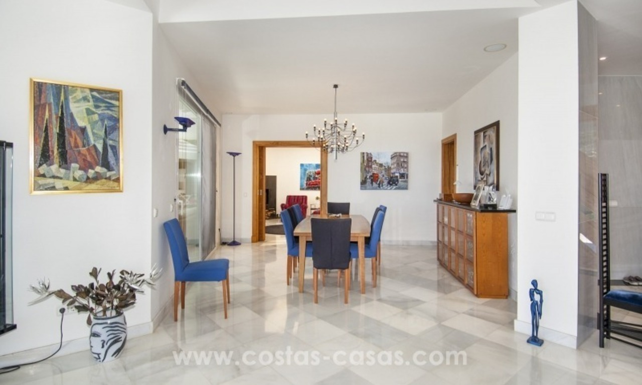 Contemporary golf villa for sale with splendid sea view in an up-market area of Nueva Andalucia - Marbella 15