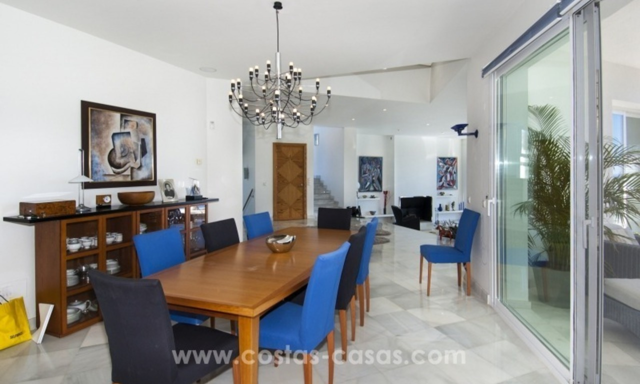 Contemporary golf villa for sale with splendid sea view in an up-market area of Nueva Andalucia - Marbella 16