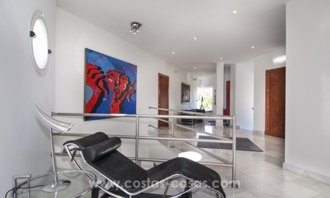 Contemporary golf villa for sale with splendid sea view in an up-market area of Nueva Andalucia - Marbella 20