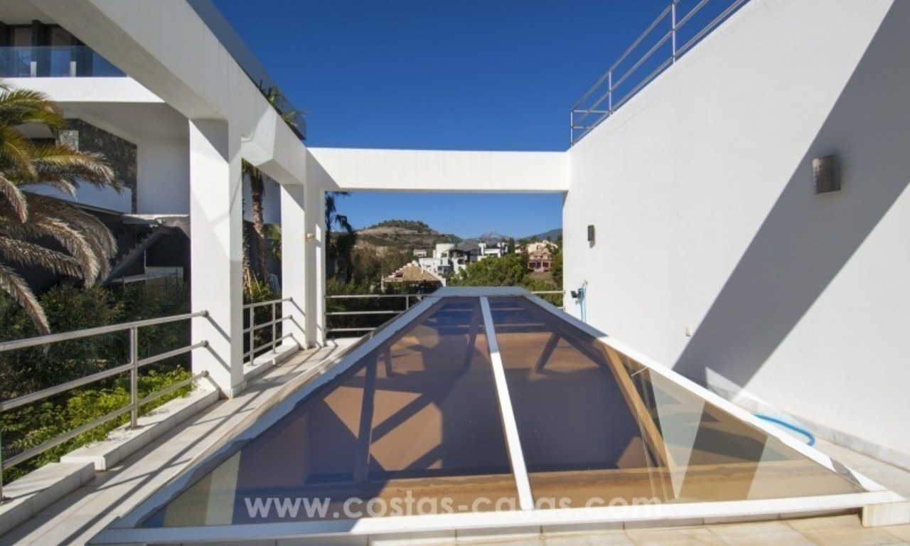 Contemporary golf villa for sale with splendid sea view in an up-market area of Nueva Andalucia - Marbella 25