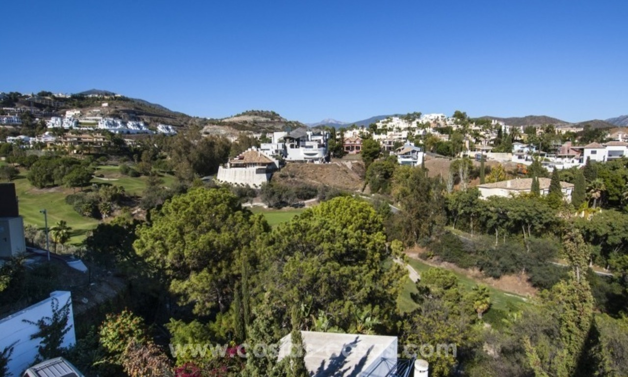 Contemporary golf villa for sale with splendid sea view in an up-market area of Nueva Andalucia - Marbella 26