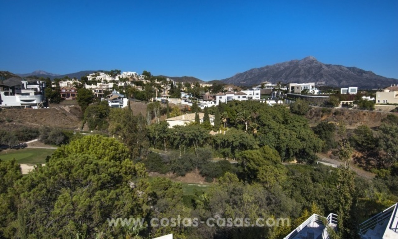 Contemporary golf villa for sale with splendid sea view in an up-market area of Nueva Andalucia - Marbella 27