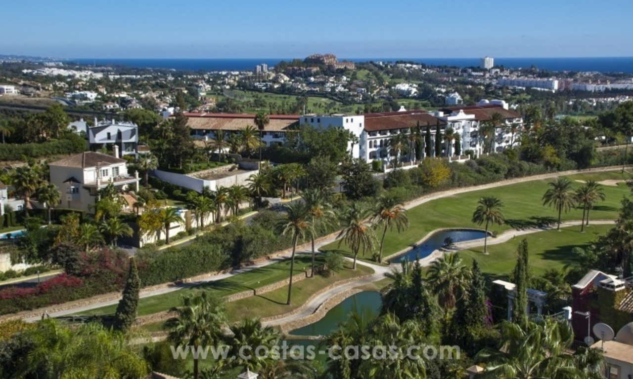Contemporary golf villa for sale with splendid sea view in an up-market area of Nueva Andalucia - Marbella 33